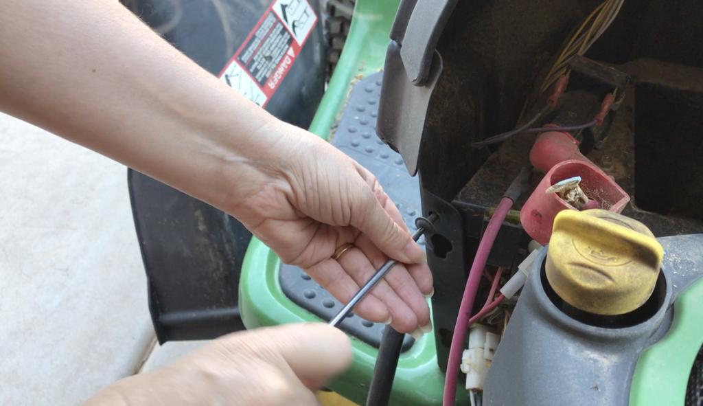 remove the battery tray on LA115